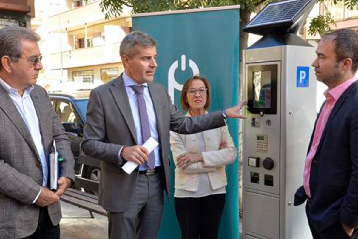 Granada ha iniciado la instalación de nuevos parquímetros «Chrono»