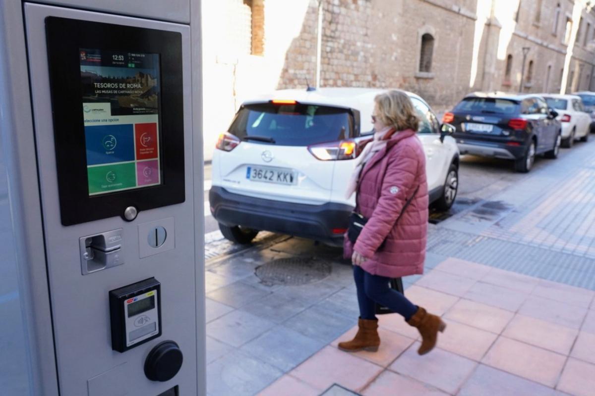 Cartagena estrena nuevos parquímetros con monedero virtual
