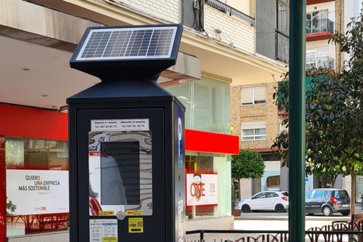 Alzira incorpora nuevos parquímetros para poder pagar con tarjeta